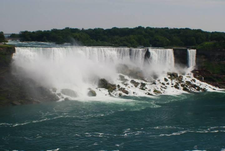 "Niagara Falls and Toronto: ""Yours toDiscover"""